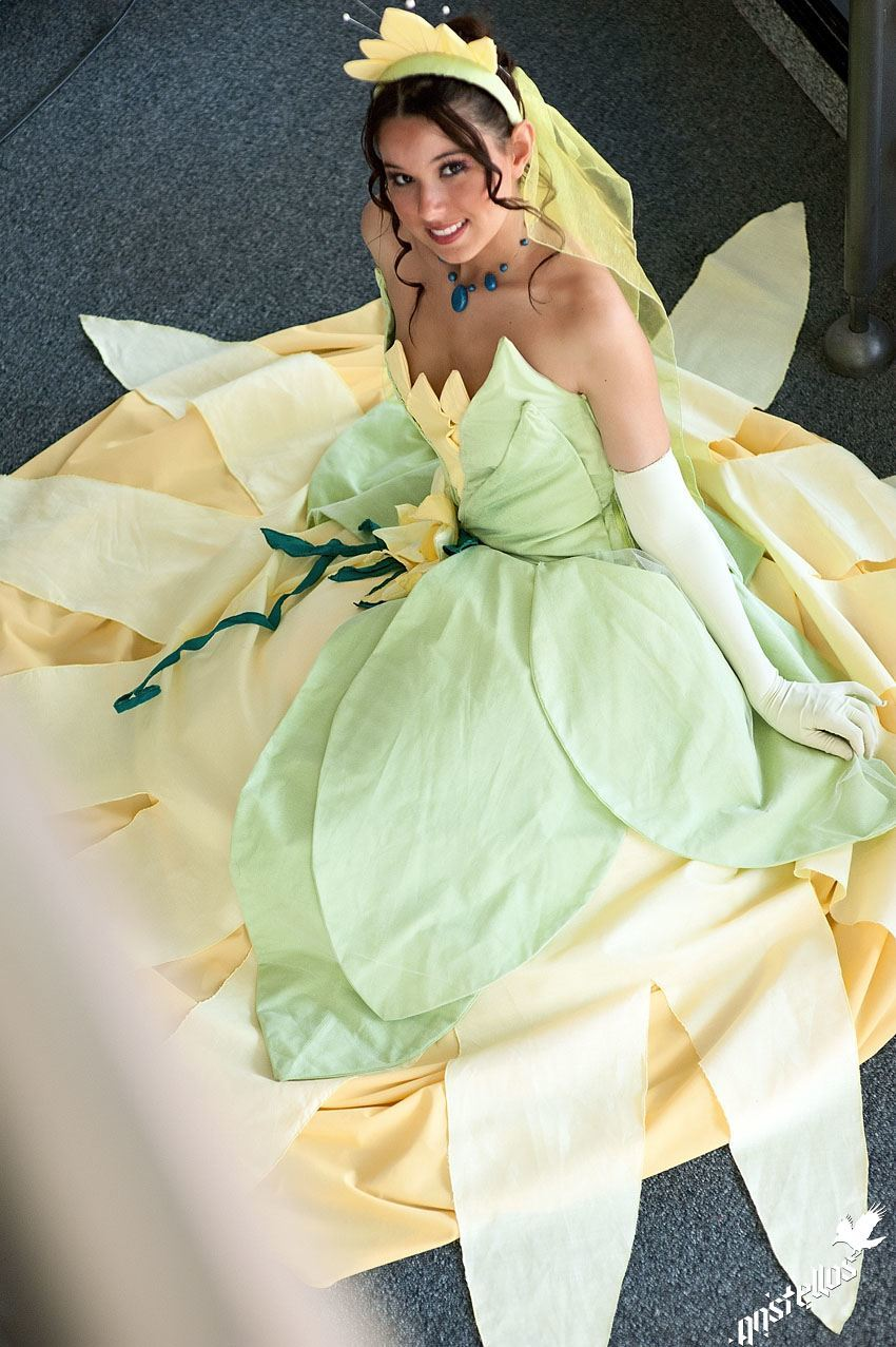 Cynthia Chovska, a French woman cosplaying as Tiana (a black Disney princess)